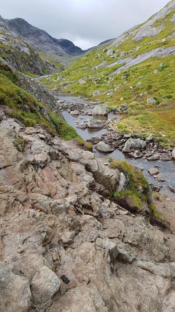 Auf dem Weg in die Berge Norwegens