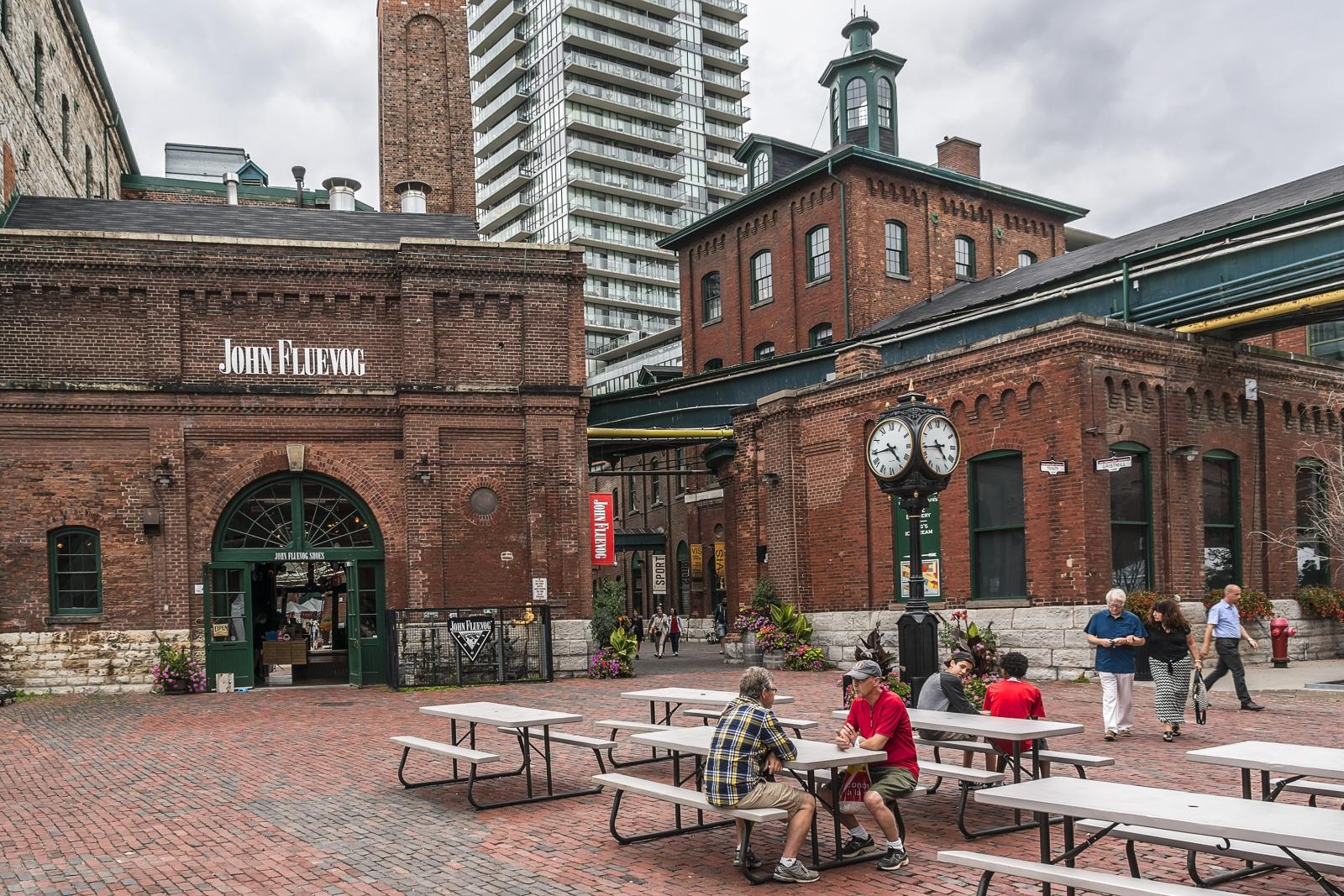 Rote Backsteinbauten machen den Charme des Distillery District Toronto aus