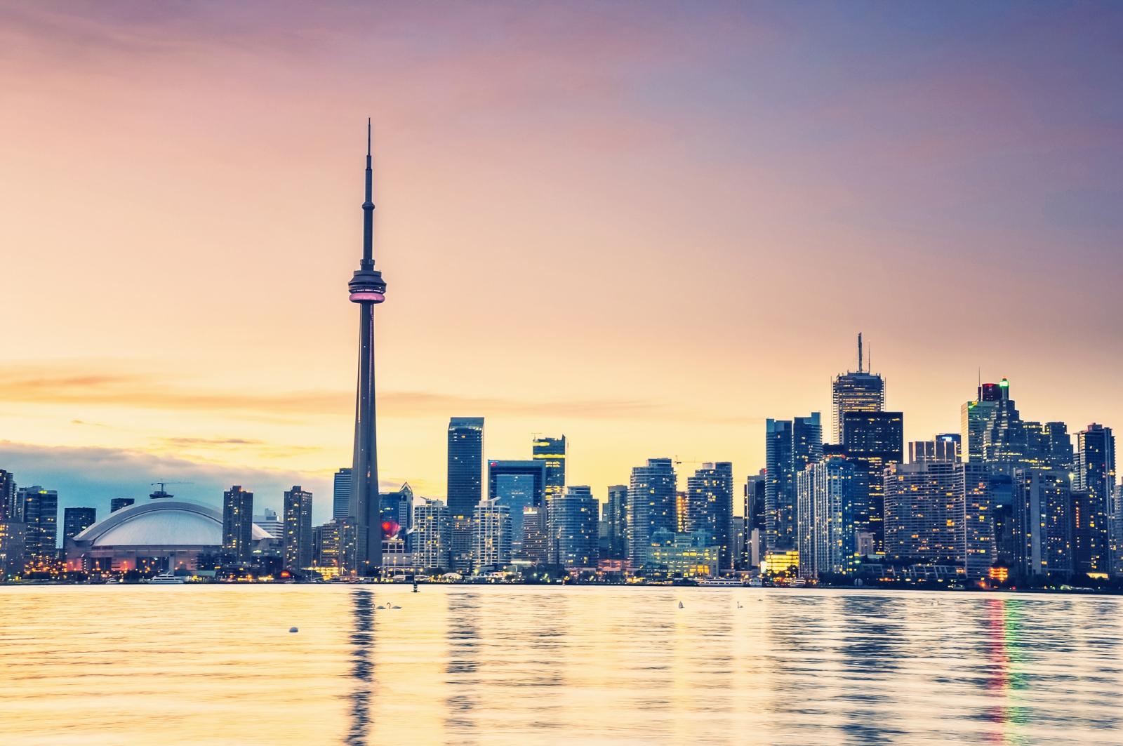 Toronto abends erleben: Bootstour mit Blick auf die Skyline in der Abenddämmerung