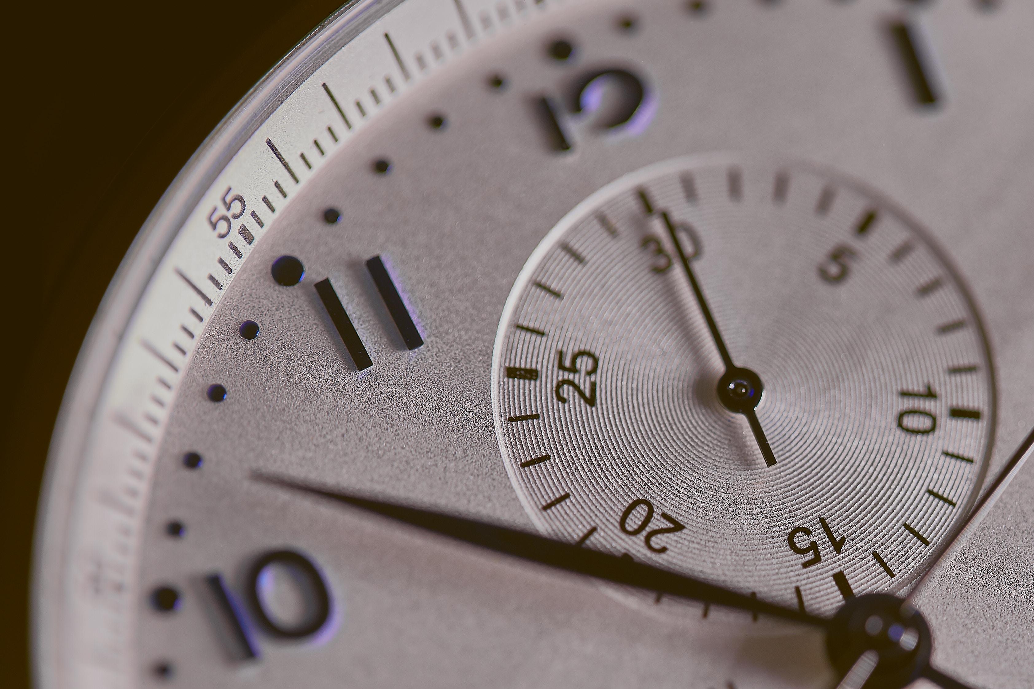 Essen im 8 zu 16 Rhythmus beachtet Zeiträume: Detailaufnahme einer Uhr.