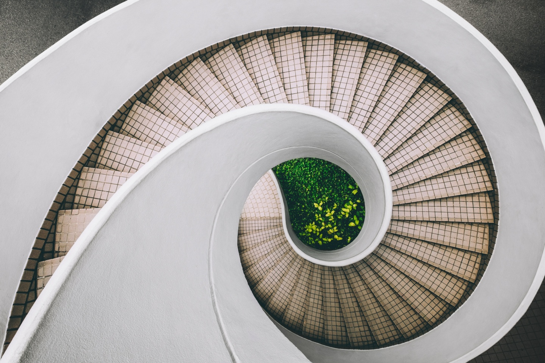 Auf die Treppe, fertig. los: Eine Treppe, die aussieht wie ein Schneckenhaus