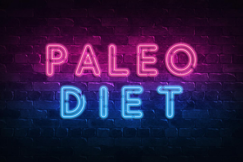 Paleo: Neonschild mit Aufschrift Paleo Diet auf einer Ziegelsteinwand