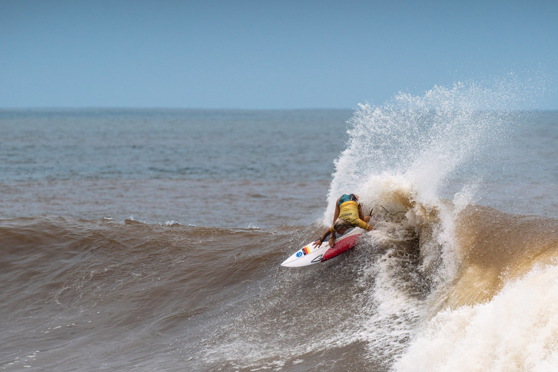Olympia: Noah Klapp auf ihrem Surfbrett