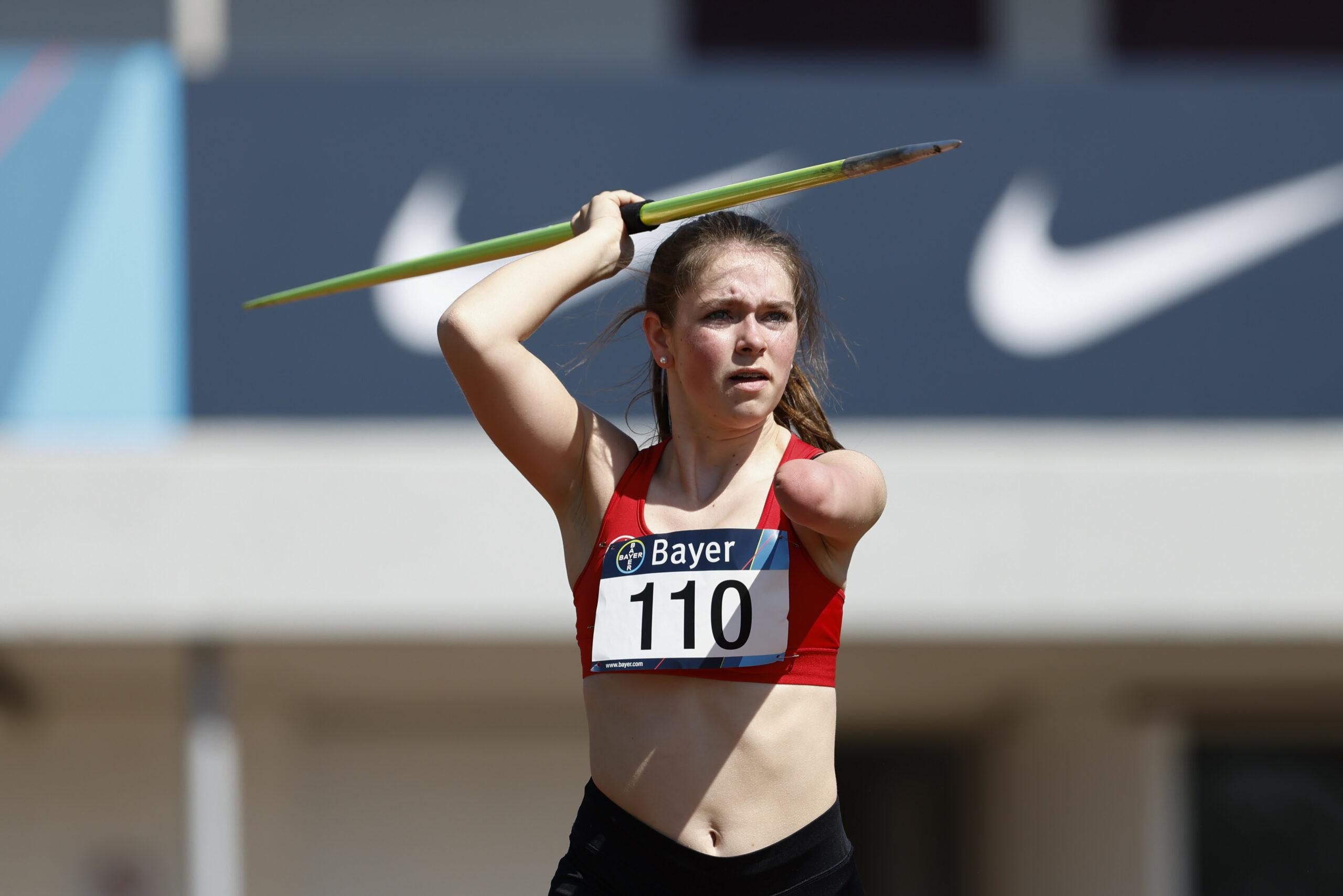 Paralympics: Lise Petersen beim Speerwerfen